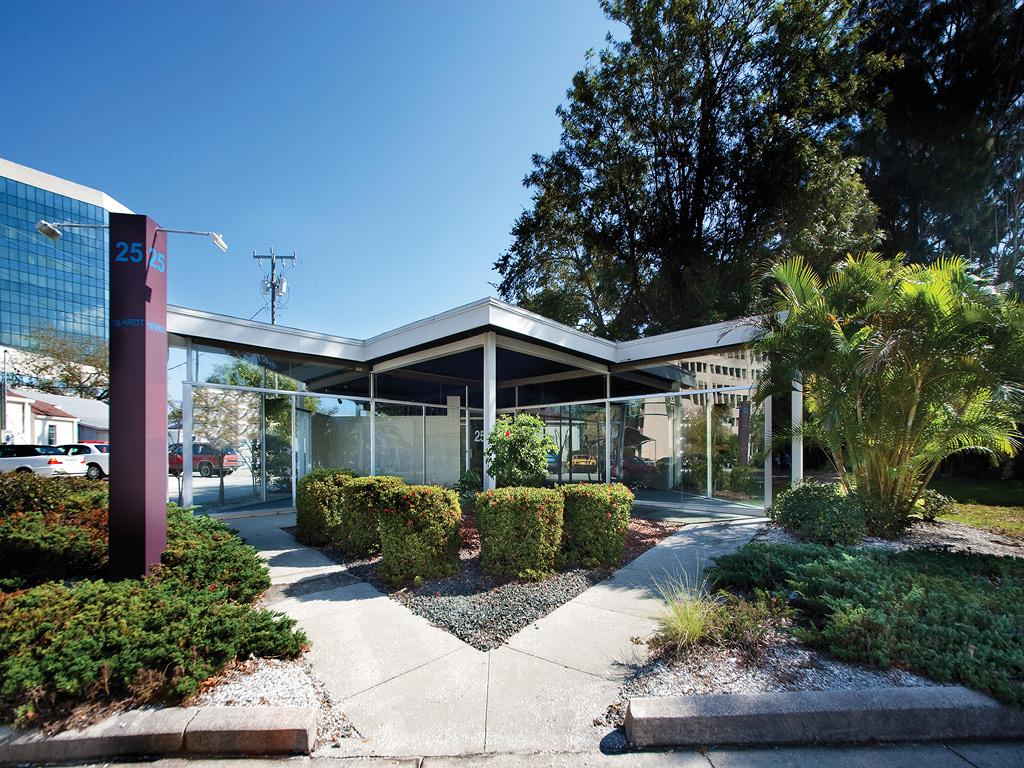 Joe Barth Insurance Company building, Architect: Victor Lundy